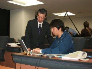 北海道大学大学院情報科学研究科におけるプロジェクトマネジメント演習風景